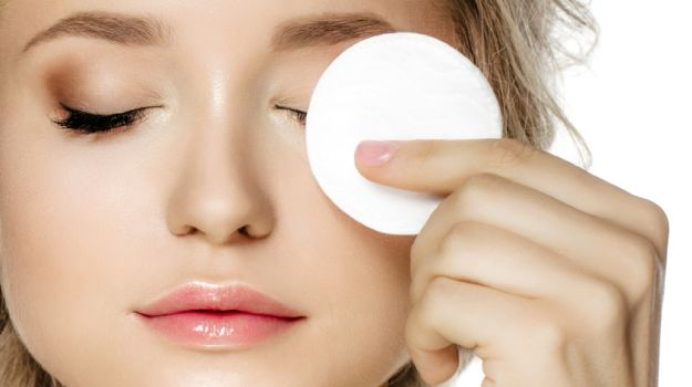 Göz Makyajı Temizliği