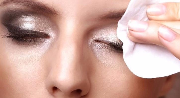 Hassas Göz Makyajı Temizleme